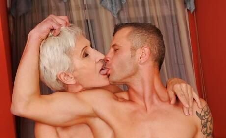 Mature Kissing Porn