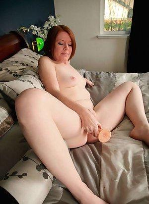 Masturbating Mature Porn